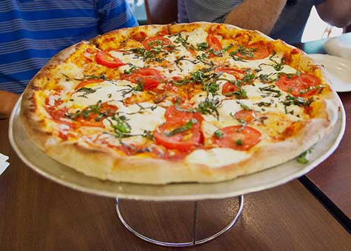Photo of a gourmet pizza offered on a food tour