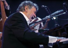 Photo of Monty Alexander at the piano