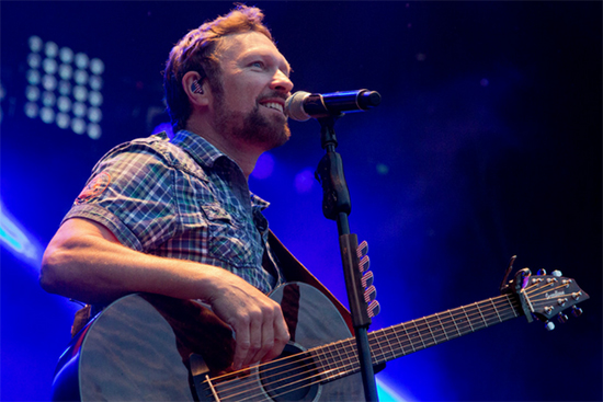 photo of Craig Morgan on stage