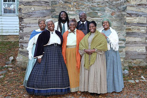 Washington Revels Jubilee Voices Singers in Period Clothing