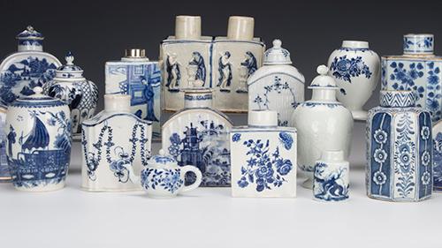 Blue and white tea caddies
