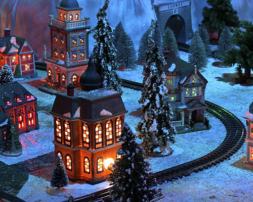 The Cambridge Christmas Train Garden Glows