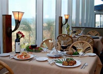 Horizons Restaurant interior