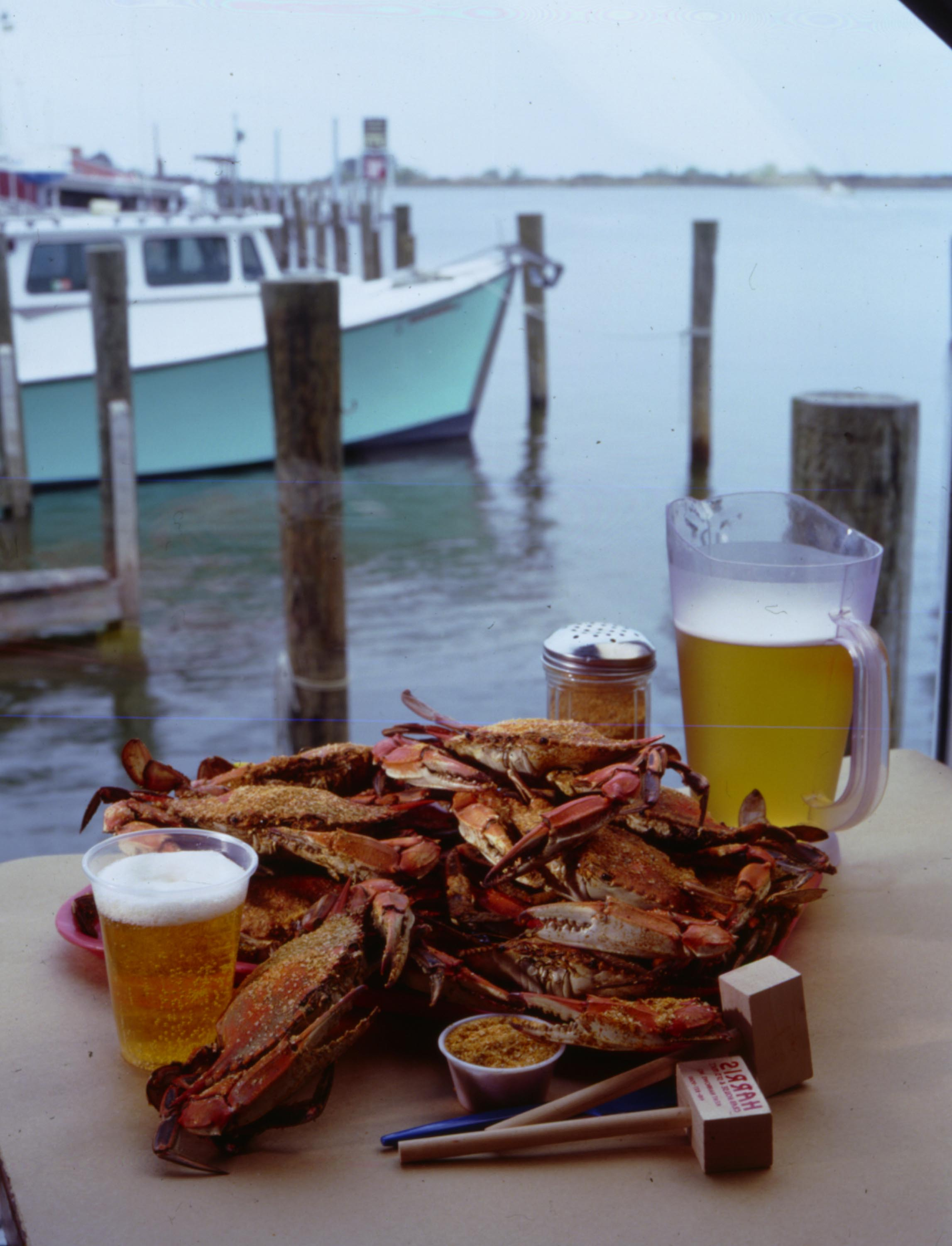 Eating crabs at Harris' Crab House outdoors is delightful.