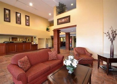 Quality Suites-Chestertown lobby