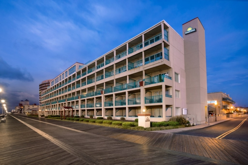 Days Inn-Oceanfront exterior