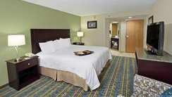 Hampton Inn-Hagerstown guest room
