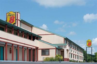 Super 8 Motel-Hancock exterior view