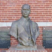 Wiley H. Bates statue bust