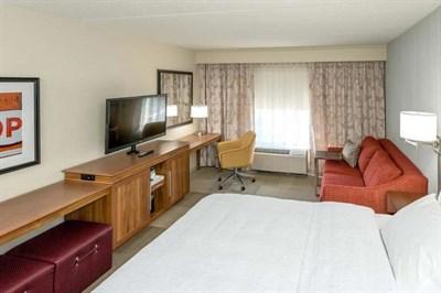 Guest room at Hampton Inn & Suites Glenarden/Washington DC