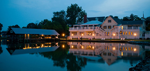 Photo Credit: The Oaks Waterfront Inn & Events