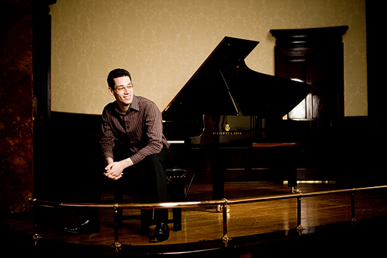 Jonathan Biss with grand piano