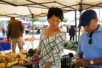 Shoppers at the Shady Grove Farmers Market
