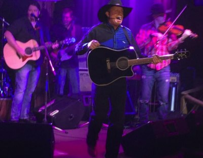 Scotty Williams presents The Garth Experience
