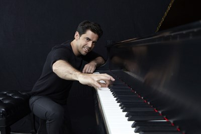 Tony DeSare, vocalist and pianist