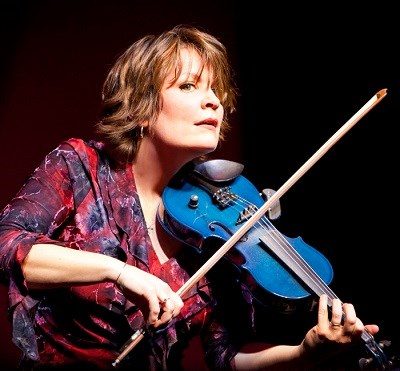 photo of eileen ivers playing fiddle