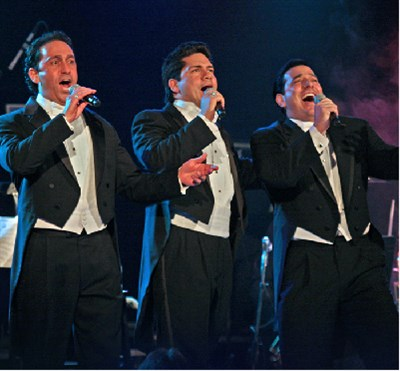 photo of Sicilian tenors singing
