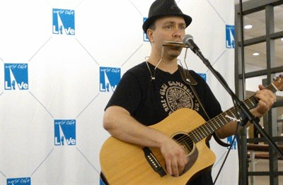 Singer songwriter Matt Roach