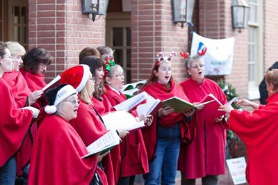 Carolers Perform during December Saturdays