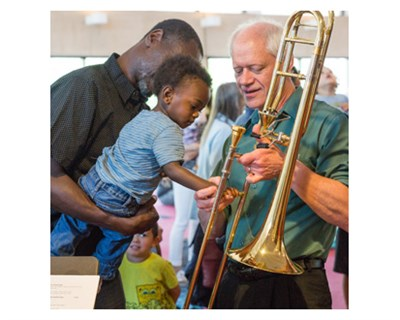 Family meets a musician and examines his instrument