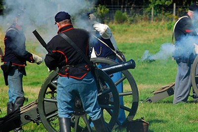 Civil War Soldiers Firing Canons