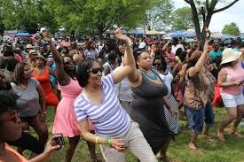 Crowds dancing at the Wine Festival