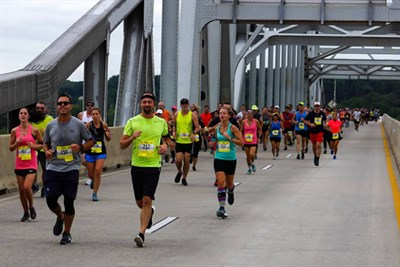 Susquehanna River Runners Cross the Hatem Bridge