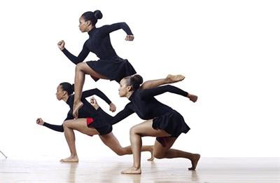 PHILADANCO! dancers