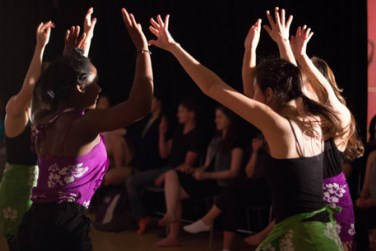 Dancers Performing Otherness (Ainihi e Alteridade)