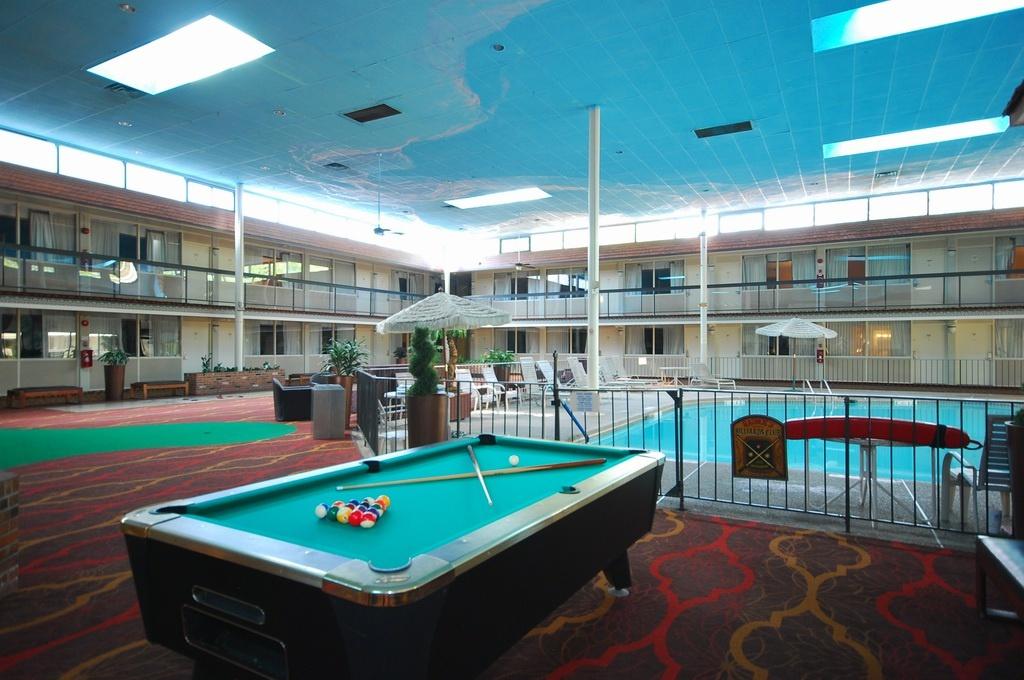 Clarion Inn & Fundome Interior