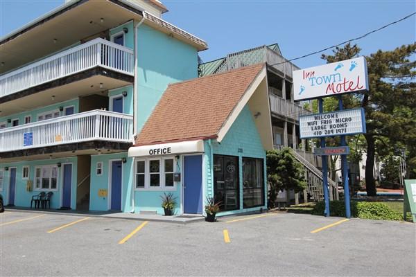 Parrot Lagoon Inn Town