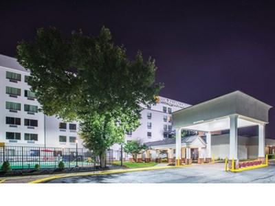 La Quinta Inn & Suites DC Metro Capitol Beltway exterior