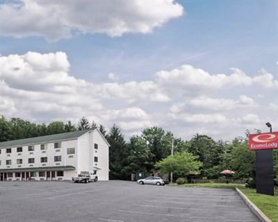 Econo Lodge-LaVale exterior
