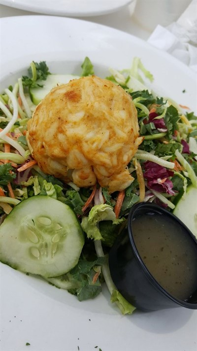 Crab cake with kale salad