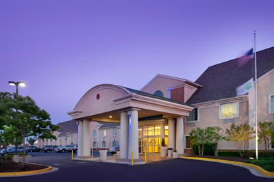 Holiday Inn Express & Suites-Annapolis at dusk